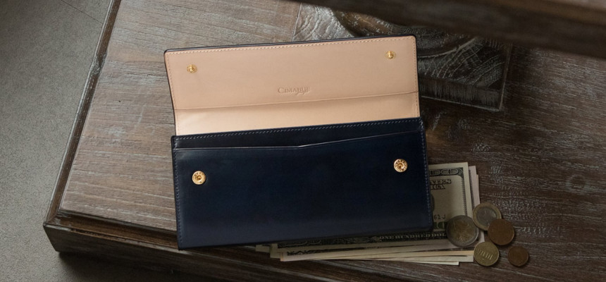 コードバン仕様のレディース財布