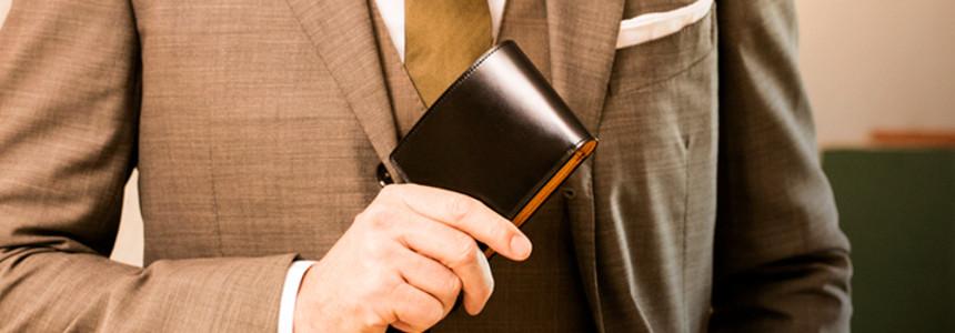 水染めコードバン仕様の二つ折り財布「ラスティング」
