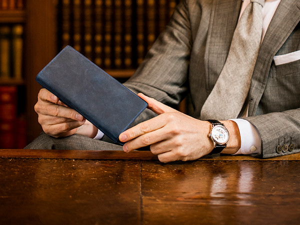 革財布を使用する男性の年代