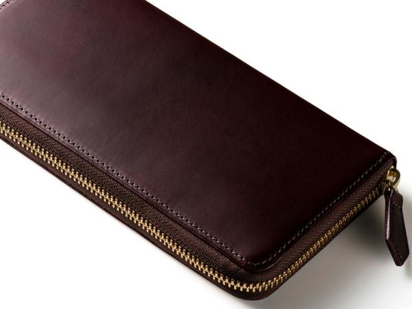 パティンー長財布の「ダークチェリー」色