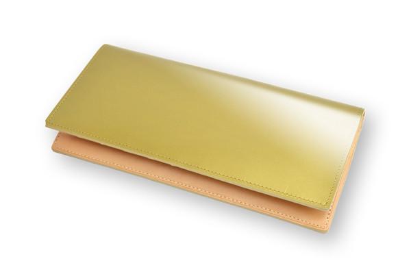 ゴールドカラーのコードバン財布