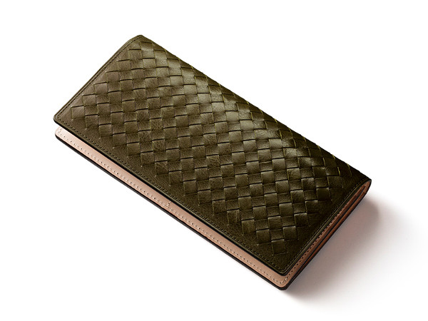 緑色の編み込み長財布