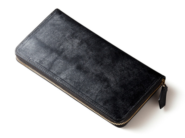 ブラックカラーの長財布