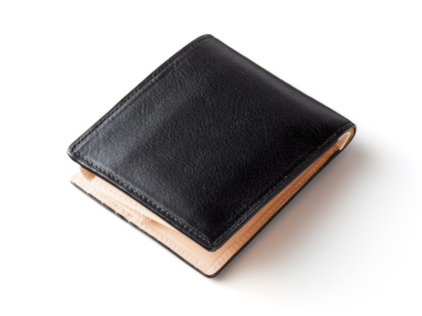 シンプルスタイルの折財布