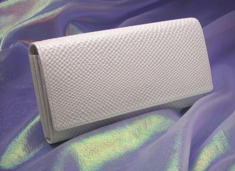 白色系の財布