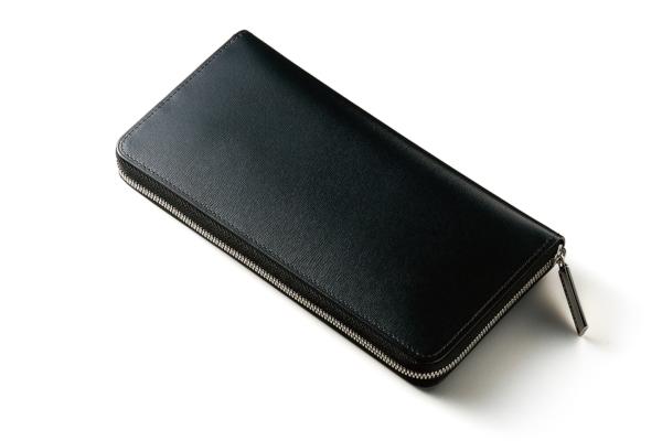 カヴァレオ(CAVALEO)のラウンドファスナー長財布「シンバ」