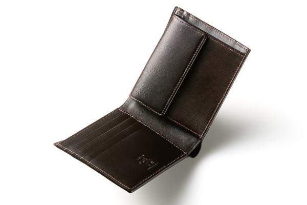 カヴァレオ(CAVALEO)の二つ折り財布「ヘローエ」