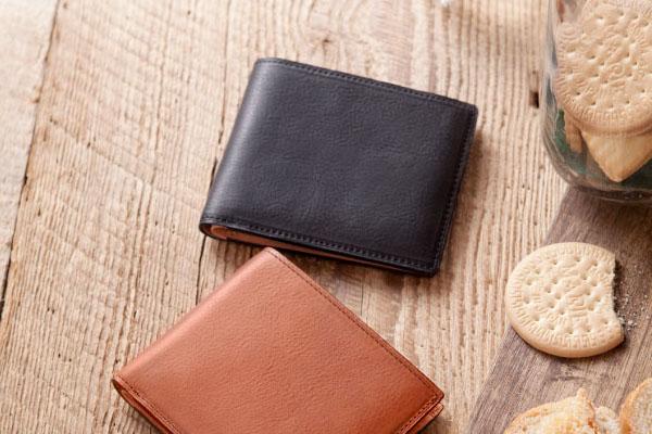 ポルタフォーリオ・ピエゲーヴォレ(二つ折り財布)