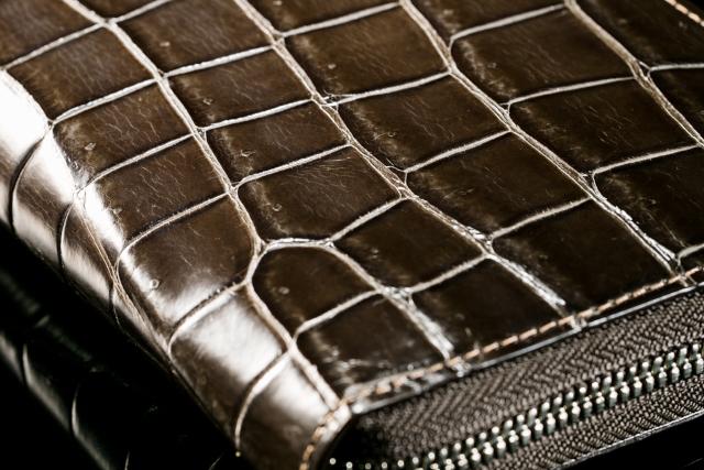 【ブラウン】のクロコダイル財布