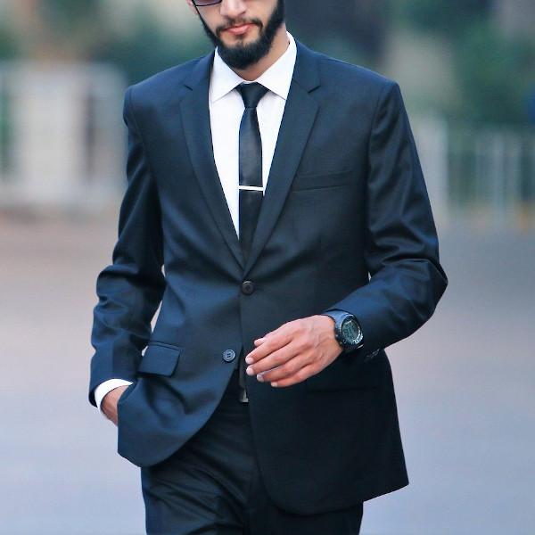 紺色スーツにおすすめの財布色