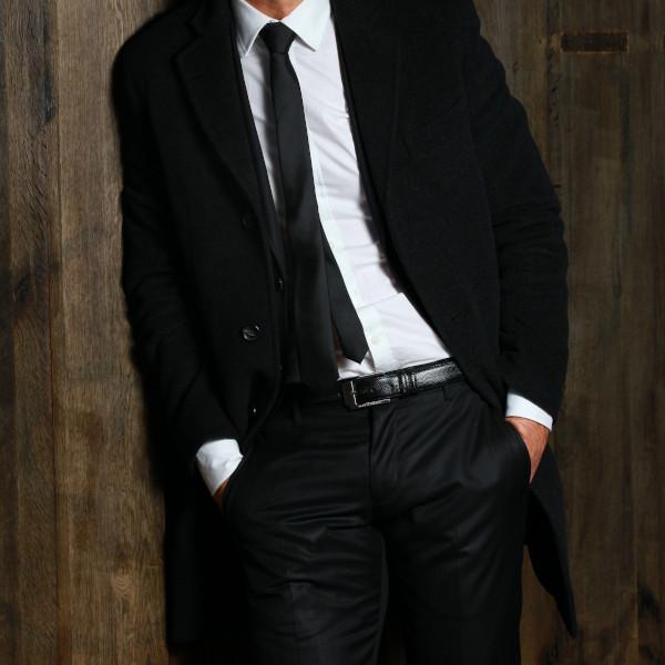 2)黒色スーツにおすすめの財布色