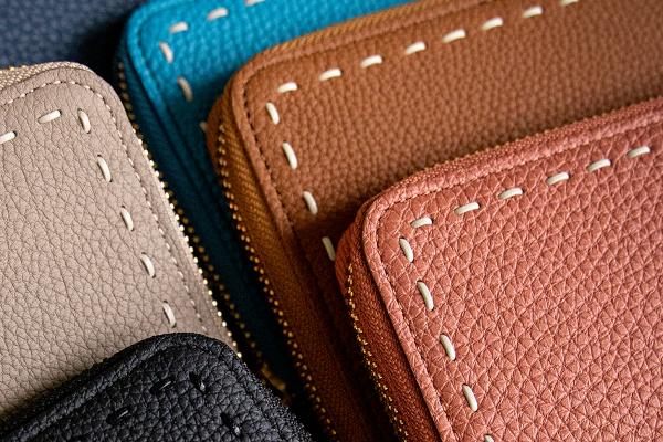 高級感と大人可愛らしさを兼ね備えた革財布アイテム