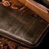 財布メンズPRESENTATION|オークバーク仕様のラウンドファスナー長財布「ブリストル」